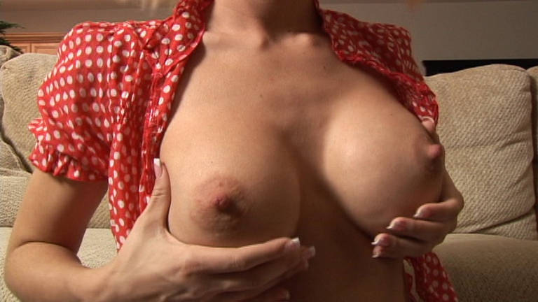 Jessica Lynn Displays Her Bumpers