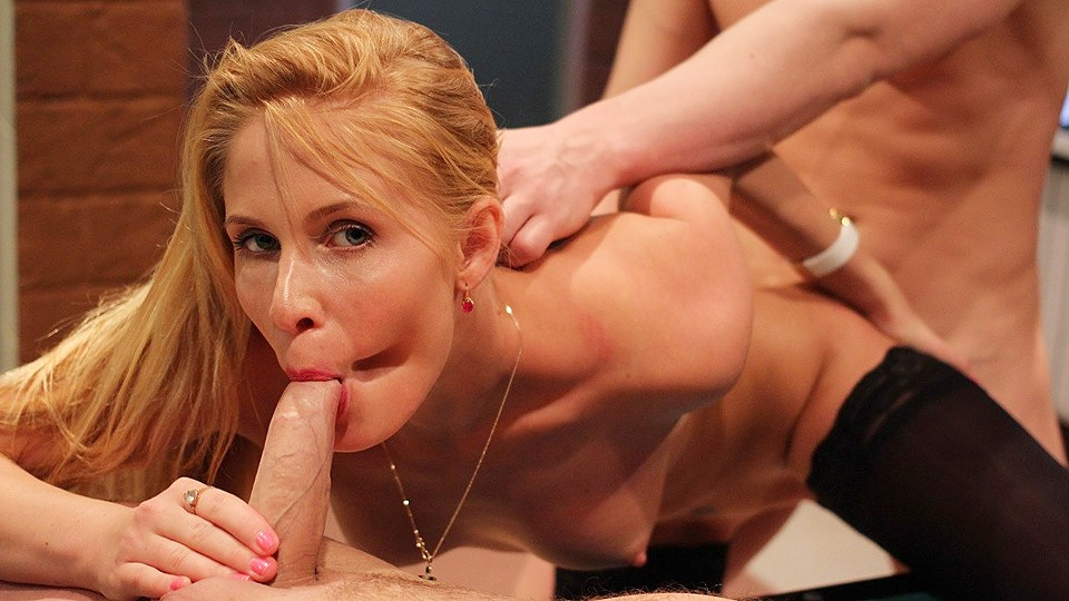 Depraved Blond Lady Loves 2 Schlongs Simultaneously