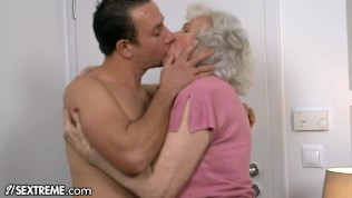 Serving To The Grannie Subsequent Door – 21sextreme